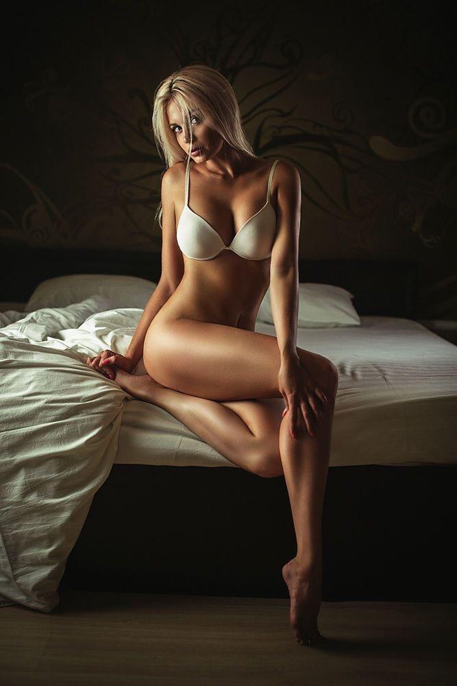 Лесби лижут киску и попку - порно фото